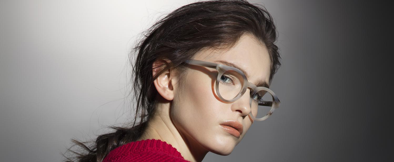 Burri Optik, Optik, Brillen, Korrekturbrillen, Sonnenbrille, günstige Brille, Markenbrillen, Augenoptik, trockene Augen, Sehtest, Varilux, Optometrie, Design, Marken, Beratung, Spezialist, Sehen, Sehbedürfniss, Arbeit, Praxis, Analyse, Gläser, Gäser