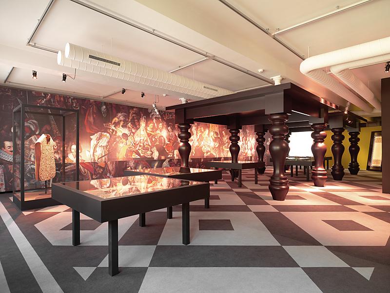 Textilmuseum St. Gallen - Riesen-Barock-Tischsäulen