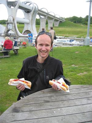 Das Lachen verging Erich schnell, die Hotdogs sind eine Katastrophe