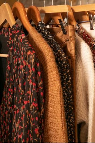 La vente de vêtements à domicile s'allie tout à fait au concept de Loft'in Déco.
