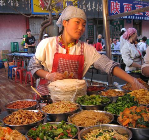 Auf dem Nachtmarkt können Sie sich das Spezialitätenessen selber zusammenstellen lassen.